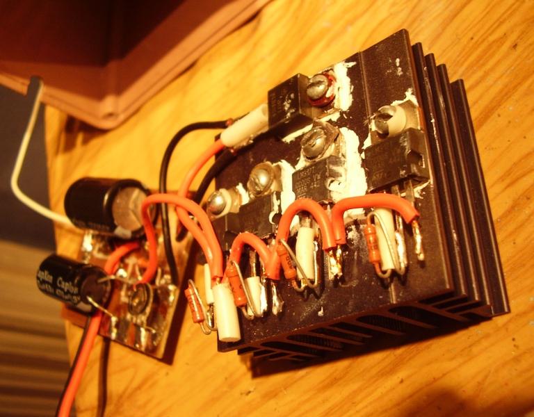 Чтобы собрать эту схему мне потребовались минимум деталей: -понижающий трансформатор 220/14 В (взял из...